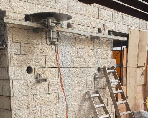ניסור בטון אופקי עם מסור יהלום